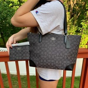 NWT COACH TOP ZIP TOTE AND WRISTLET